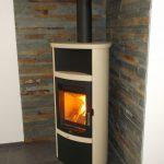 Poêles max blank modele RIO WF céramique beije pierre noir naturel, avec branchement d'aire de combustion a l'extérieur.